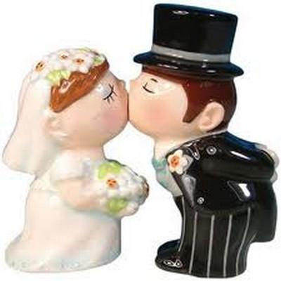 kissing bride and Groom salt pepper set