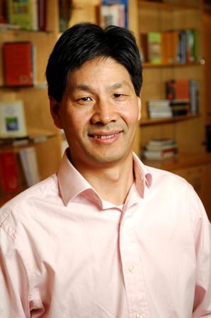 Chongbin Zhu, LAC., Ph.D. headshot
